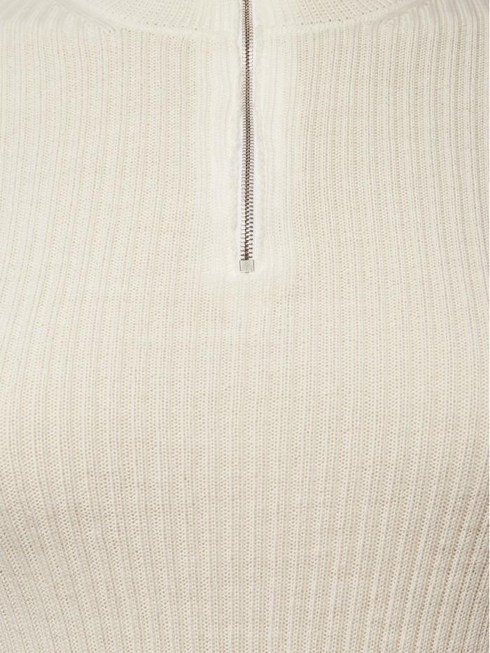 Turtleneck in white